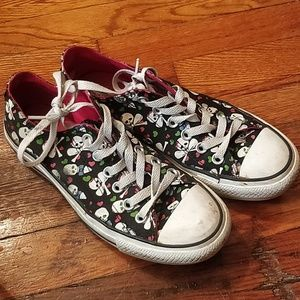 Converse skulls and hearts W7 M5